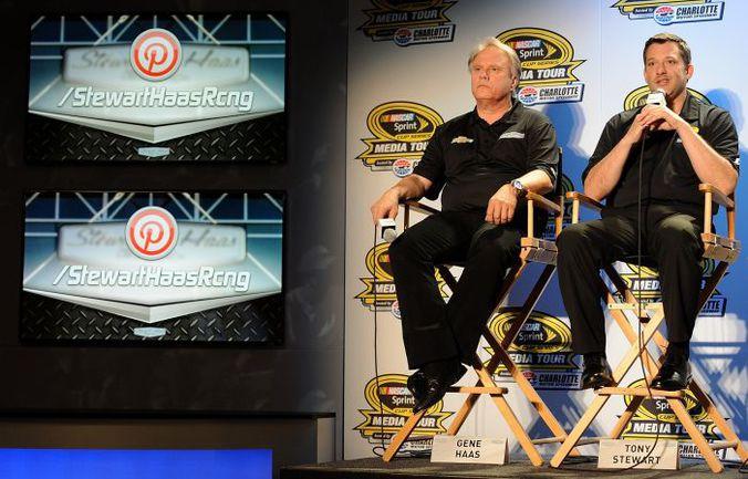Джин ХААС и Тони СТЮАРТ - совладельцы Stewart-Haas Racing. Фото AFP