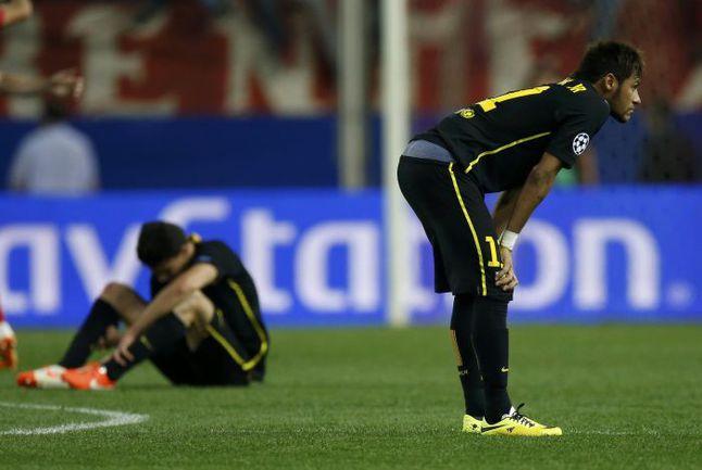 """9 апреля. Мадрид. """"Атлетико"""" - """"Барселона"""" - 1:0. Футболисты каталонского клуба покидают Лигу чемпионов. Фото AFP"""