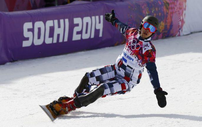 22 февраля. Сочи. Вик УАЙЛД выигрывает для России золото в одной из новых олимпийских дисциплин сноуборда - параллельном слаломе. Фото REUTERS