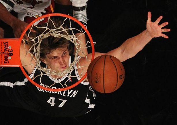 """Форвард """"Бруклина"""" Андрей КИРИЛЕНКО в своем первом матче плей-офф НБА-2014 не помог своей команде победить, но в защите сыграл очень полезно. Фото AFP"""