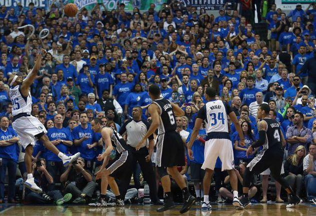 "Суббота. Даллас. ""Даллас"" – ""Сан-Антонио"" – 109:108. Винс КАРТЕР приносит победу ""Маверикс"". Фото REUTERS"