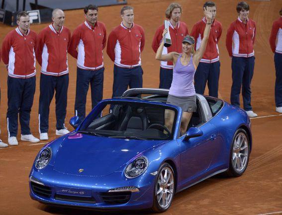 Воскрсенье. Штутгарт. Мария ШАРАПОВА на главном призе турнира. Фото REUTERS
