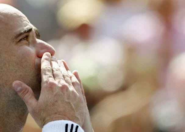 3 сентября 2006 года. Нью-Йорк. Андре АГАССИ уходит из тенниса со слезами на глазах. Фото REUTERS