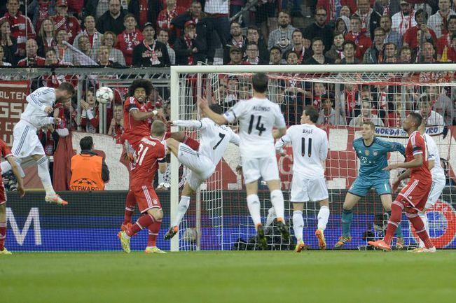 """Вторник. Мюнхен. """"Бавария"""" - """"Реал"""" - 0:4. 16-я минута. СЕРХИО РАМОС (слева) забивает победный гол. Фото REUTERS"""