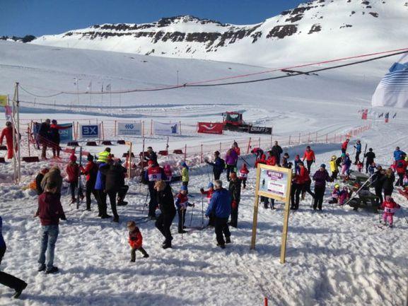 2 мая. Исафьордур. В знаменитом лыжном марафоне принимают участие и взрослые и дети. Фото fossavatn.com