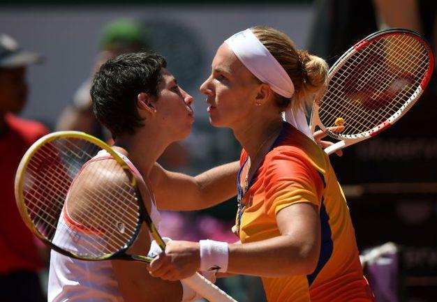 Сегодня. Оэйраш. Светлана КУЗНЕЦОВА (справа) поздравляет с победой Карлу Суарес НАВАРРО. Фото AFP