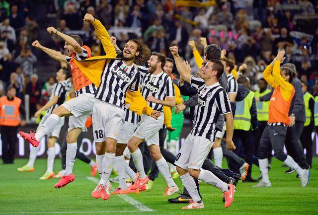 """Вчера. Турин. """"Ювентус"""" - """"Аталанта"""" - 1:0. Игроки """"Старой синьоры"""" выходили на поле уже в ранге чемпионов, но отложили празднования до победного окончания матча. Фото AFP"""