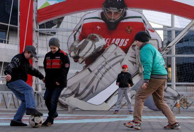 Минск приветствует гостей ЧМ-2014. По хоккею. Фото AFP