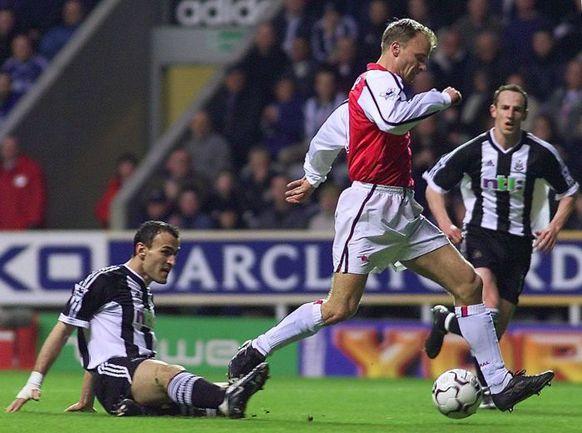 "2 марта 2002 года. Ньюкасл. ""Ньюкасл"" - ""Арсенал"" - 0:2. Тот самый гол Денниса БЕРГКАМПА. Фото REUTERS"