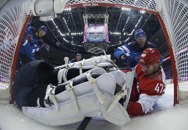 Олимпийская мечта России в Сочи разбилась в четвертьфинале с финнами. Фото REUTERS