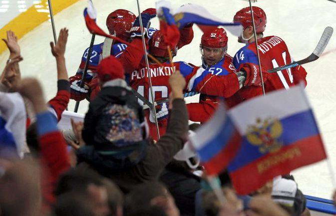 Суббота. Минск. Латвия - Россия - 1:4. Россияне празднуют один из четырех голов. Фото REUTERS