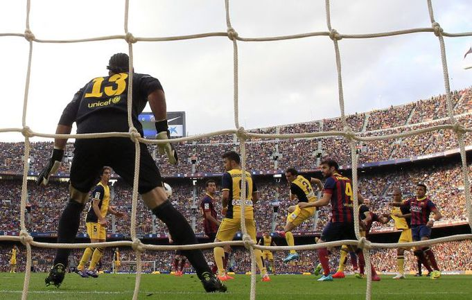 """17.05.2014. Барселона. """"Барселона"""" – """"Атлетико"""" – 1:1. Диего Годин сравнивает счет. Фото AFP"""