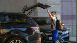 """Среда. Москва. Гостиница """"Красные холмы"""". На сбор национальной команды Александр САМЕДОВ приехал на своем любимом автомобиле - Range Rover Sport."""