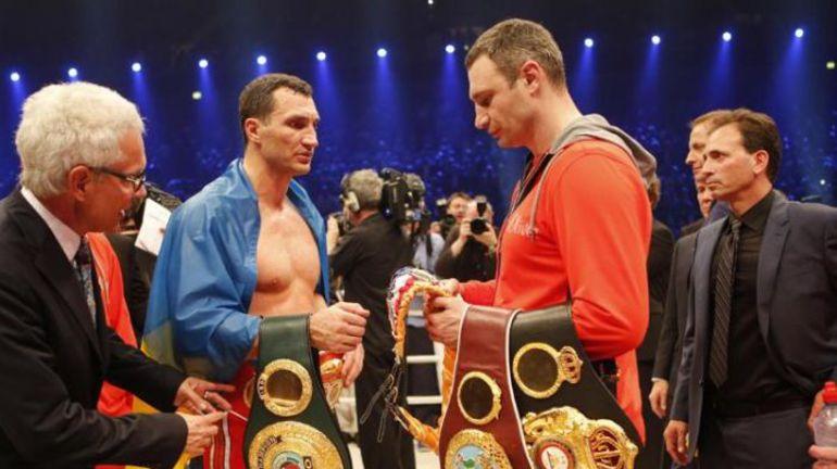Владимир и Виталий КЛИЧКО одновременно владели поясами WBA, IBF, WBO и WBC,. Фото AP via Yahoo! Sports