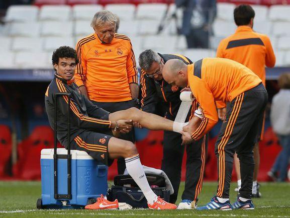 """Вчера. Лиссабон. Защитник """"Реала"""" Пепе, скорее всего, не сможет помочь своей команде в финале Лиги чемпионов. Фото REUTERS"""