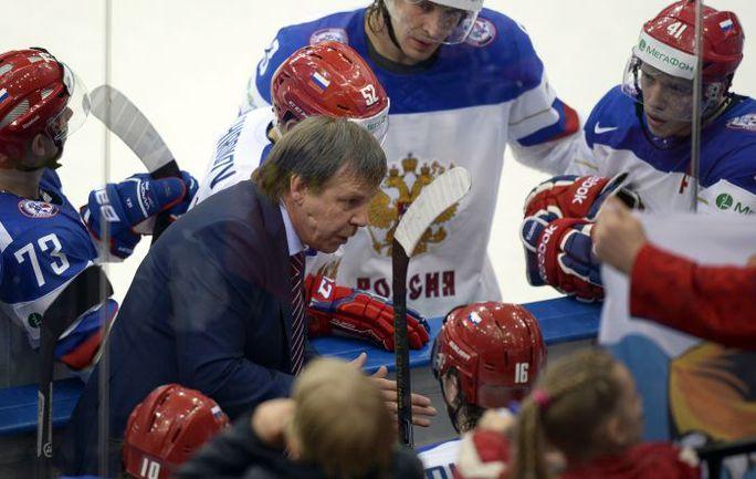 Главный тренер сборной России Олег ЗНАРОК может быть дисквалифицирован на финальный матч чемпионата мира против финнов. Фото AFP