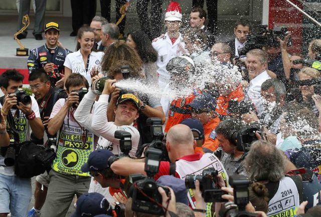 Воскресенье. Монте-Карло. Нико РОСБЕРГ победил в Монако и вернул лидерство в личном зачете. Фото REUTERS