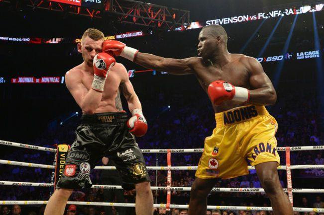 Суббота. Монреаль. Адонис СТИВЕНСОН (справа) бил сильнее и точнее, чем его соперник Анджей ФОНФАРА. Фото AFP