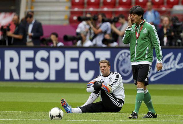 Йоахим ЛЕВ продолжает рассчитывать на Мануэля НОЙЕРА, несмотря на травму голкипера. Фото REUTERS