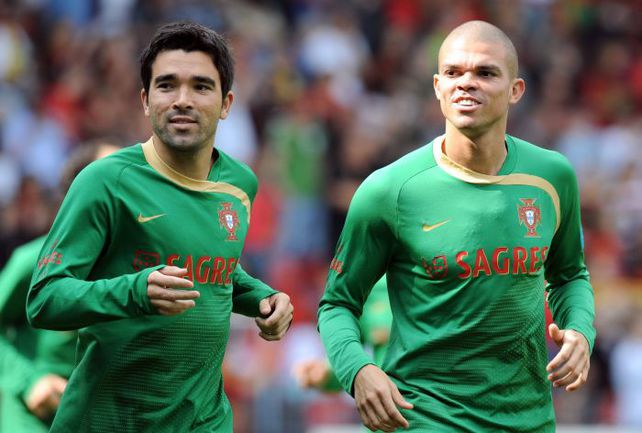 Два бразильца – ДЕКУ и ПЕПЕ принесли немало пользы сборной Португалии. Фото AFP