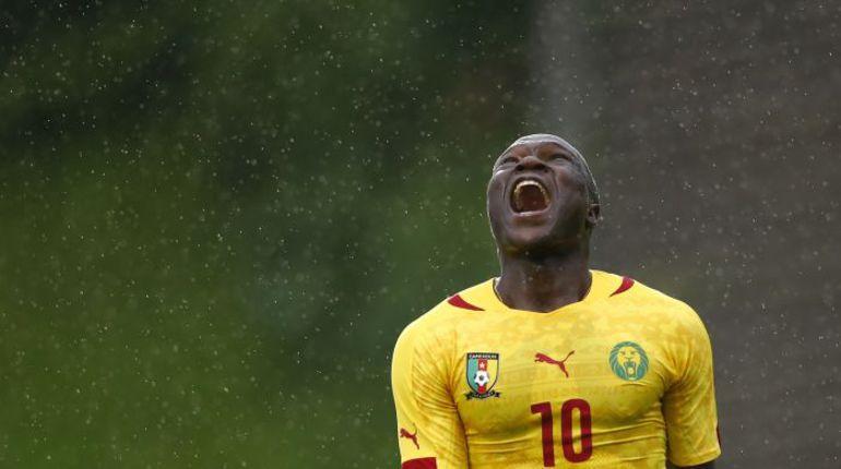 Вчера. Куфштайн. Камерун - Парагвай - 1:2. Нападающий сборной Камеруна Венсн АБУБАКАР. Фото REUTERS