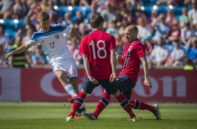 Сегодня. Осло. Норвегия - Россия - 1:1. 3-я минута. Гол Олега ШАТОВА (№17). Фото AFP