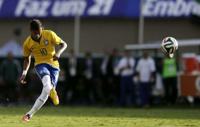 Вчера. Гойаниа. Бразилия - Панама - 4:0. 27-я минута. НЕЙМАР открывает счет со штрафного. Фото REUTERS