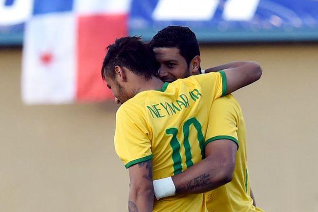 Вчера. Гойаниа. Бразилия - Панама - 4:0.46-я минута. ХАЛК благодарит НЕЙМАР за результативную передачу. Фото AFP