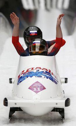 Российский женский экипаж Ольги СТУЛЬНЕВОЙ и Людмилы УДОБКИНОЙ во время Олимпиады-2014 в Сочи. Фото REUTERS