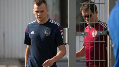 Фабио КАПЕЛЛО (справа) решил взять Дениса ЧЕРЫШЕВА в Бразилию. Фото Александр ФЕДОРОВ, «СЭ»