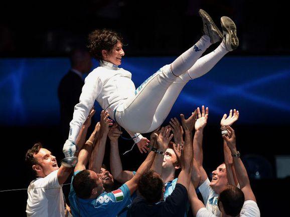 Вчера. Страсбург. Итальянка Бьянка ДЕЛЬ КАРРЕТТО выиграла золото в фехтовании на шпагах. Фото AFP