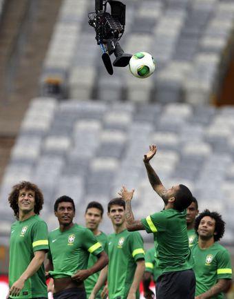Спасибо телевидению: этим летом Бразилия будет совсем близко. Фото REUTERS