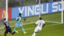 Сегодня. Порту-Алегри. Франция - Гондурас - 3:0. 48-я минута. Гол после удара Карима БЕНЗЕМА по воротам Ноэля ВАЛЬЯДАРЕСА был засчитан с помощью электронной системы.