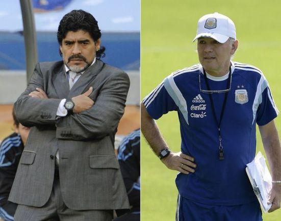 Бывший главный тренер сборной Аргентины Диего МАРАДОНА и ее нынешний наставник Алехандро САБЕЛЬЯ. Фото AFP