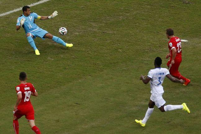 Среда. Манаус. Гондурас – Швейцария – 0:3. 31-я минута. Джердан ШАЧИРИ (№23) удваивает счет. Фото REUTERS