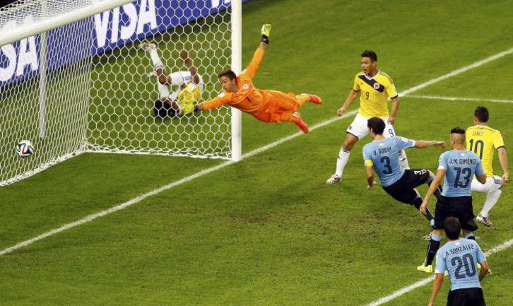 Суббота. Рио-де-Жанейро. Колумбия – Уругвай – 2:0. 50-я минута. Джеймс РОДРИГЕС (№10) устанавливает окончательный счет в игре. Фото REUTERS