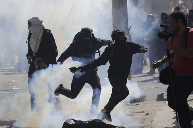 12 июня 2014 года. В день открытия чемпионата мира активисты оппозиции в Сан-Паулу устроили протест против проведения турнира в Бразилии. Фото Reuters