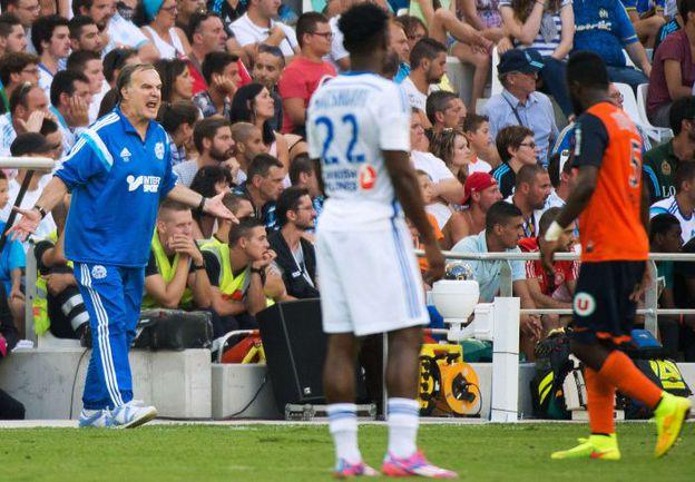 """Главному тренеру """"Марселя"""" Марсело БЬЕЛЬСЕ (слева) есть от чего быть недовольным - его команда не одержала ни одной победы на старте чемпионата. Фото AFP"""