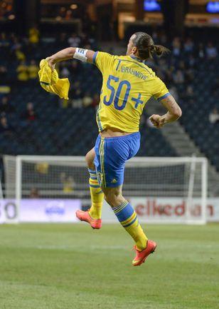 4 сентября. Стокгольм. Швеция - Эстония - 2:0. 24-я минута. Златан ИБРАГИМОВИЧ празднует 50-й гол за сборную. Фото REUTERS
