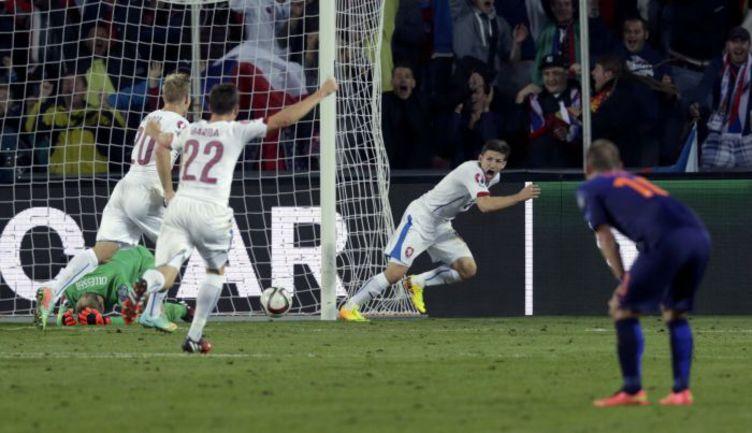 Вчера. Прага. Чехия - Голландия - 2:1. 90+2-я минута. Только что Вацлав ПИЛАРЖ провел победный гол. Фото REUTERS