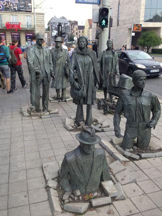 """Польские рабочие на прогулке во Вроцлаве. Фото Владимир МОЖАЙЦЕВ, """"СЭ"""""""