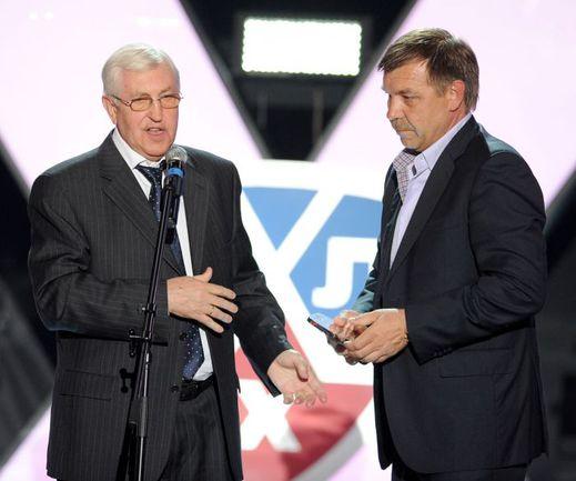Борис МИХАЙЛОВ (слева), будучи тренером-совместителем, в 1993 году принес России первое золото чемпионатов мира, а Олег ЗНАРОК, являясь освобожденным тренером, на сегодняшний день последнее - в 2014-м. Фото Юрий КУЗЬМИН, photo.khl.ru