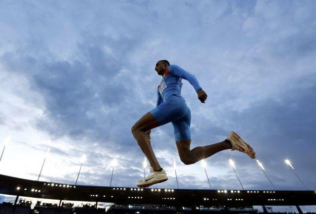 Люкман АДАМС готовится к старту на Континентальном Кубке. Фото REUTERS