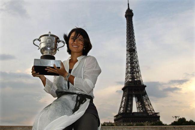2011 год. Париж. ЛИ НА - чемпионка Roland Garros. Фото REUTERS