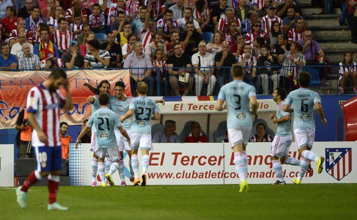 """Суббота. Мадрид. """"Атлетико"""" - """"Сельта"""" - 2:2. Команда из Виго празднует гол Пабло ЭРНАНДЕСА. Фото REUTERS"""
