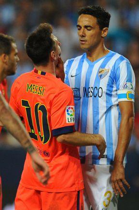 """Сегодня. Малага. """"Малага"""" - """"Барселона"""" - 0:0. Капитан """"Малаги"""" ВЕЛИНТОН утверждает, что схватил Лионеля МЕССИ за лицо после того, как аргентинец оскорбил его. Фото AFP"""