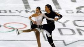 Январь 2012 года. Инсбрук. Казахские фигуристы Ильяс АЛИ и Карина УЗУРОВА на Юношеской олимпиаде были наказаны за слишком откровенное платье партнерши.