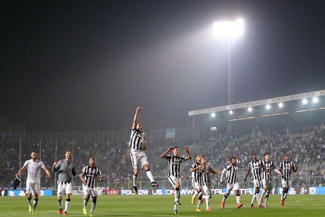 """Суббота. Бергамо. """"Аталанта"""" – """"Ювентус"""" – 0:3. Игроки """"Юве"""" празднуют победу. Фото REUTERS"""