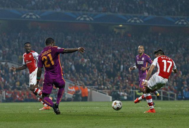 """Среда. Лондон. """"Арсенал"""" - """"Галатасарай"""" - 4:1. 41.я минута. Алексис САНЧЕС (№17) забивает гол. Фото REUTERS"""