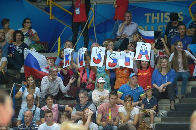 Вчера. Верона. Россия - Сербия - 3:0. На матчах 3-го группового турнира ЧМ в Милане российских болельщиков будет еще больше. Фото fivb.org